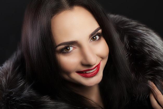 Schönheits-mode-frauen-gesicht mit perfektem lächeln