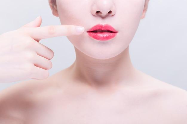 Schönheits- und lippengesten