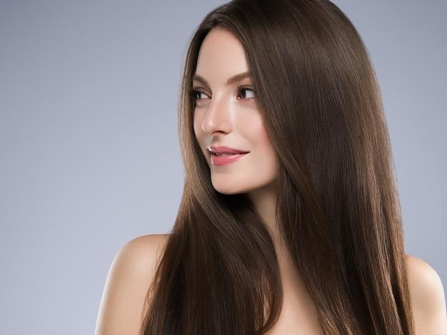 Schönheitsfrau gesundes hautkonzept natürliches make-up schönes vorbildliches mädchengesicht. studioaufnahme.
