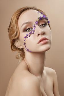 Schönheitsgesichts-berufsmake-up, kosmetikblume
