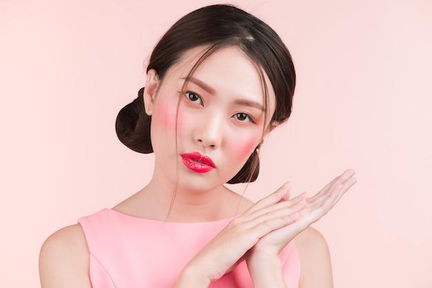 Schönheitsporträt des weiblichen asiatischen gesichts