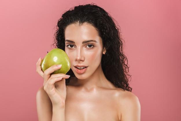 Schönheitsporträt einer attraktiven jungen topless frau