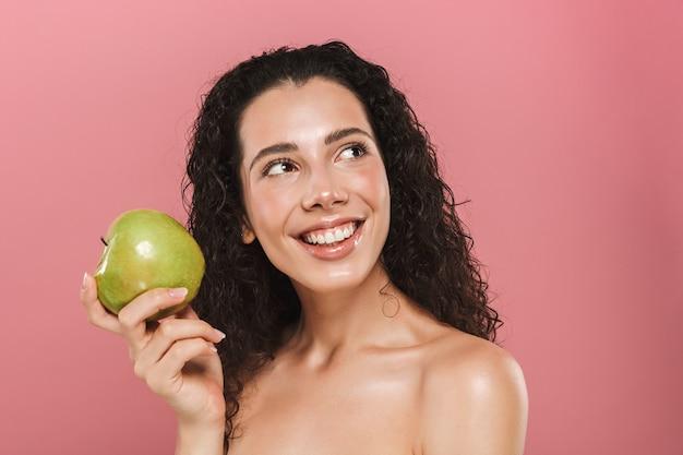 Schönheitsporträt einer reizenden jungen topless frau