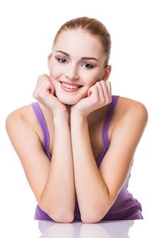 Schönheitsporträt. schöne spa-frau, die ihr gesicht berührt. Kostenlose Fotos