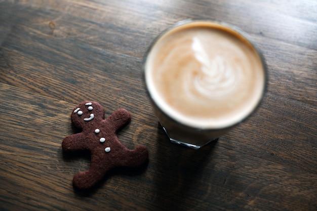 Schokolade holztisch keks kaffee