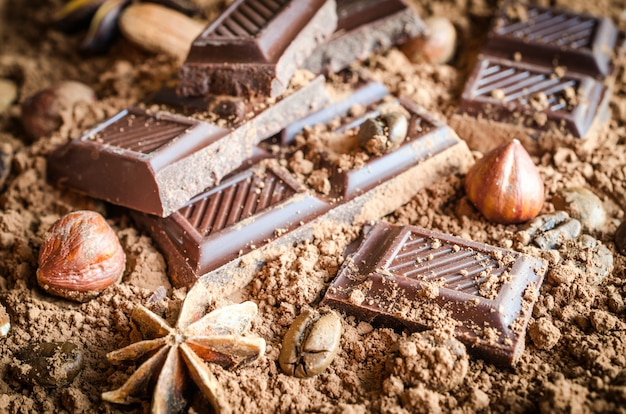 Schokolade, nüsse und gewürze