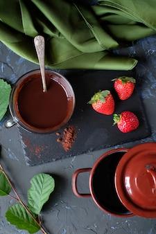 Schokolade und erdbeeren