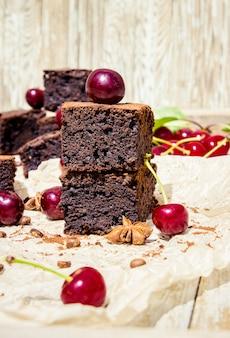 Schokoladen Brownie. Selbst gemachtes Backen. Selektiver Fokus
