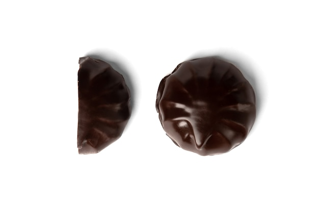 Schokoladen-marshmallow lokalisiert auf weiß