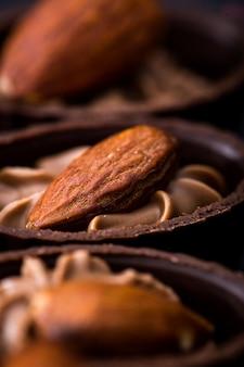 Schokoladen-nahaufnahme verschiedene schokoladenpralinen