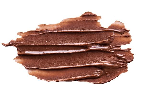 Schokoladencremestriche isoliert auf weißem hintergrund