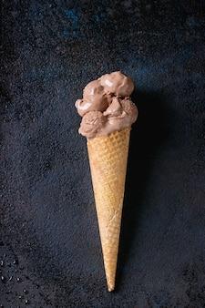 Schokoladeneis mit himbeeren