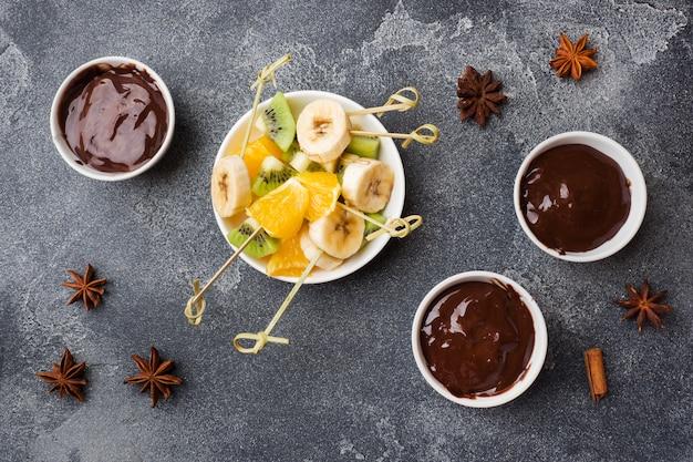 Schokoladenfondue mit früchten