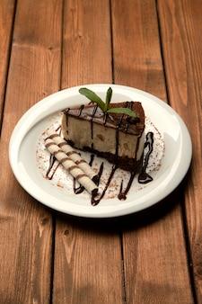 Schokoladenkäsekuchen mit seitlichen plätzchen