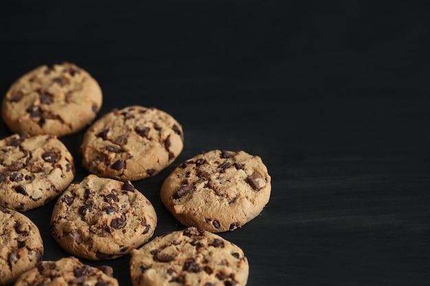 Schokoladenkekse mit schokoladenstückchen