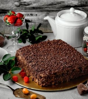 Schokoladenkuchen auf dem tisch