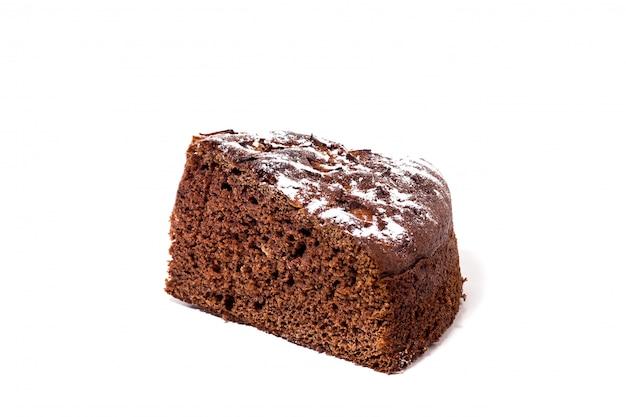 Schokoladenkuchen mit puderzucker, isolat
