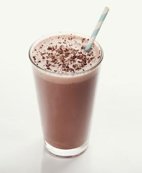 Schokoladenmilchshake mit strohhalm