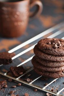 Schokoladenplätzchen auf dem backblech