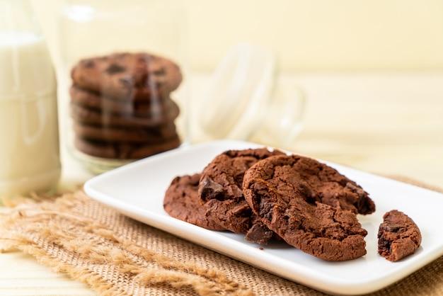 Schokoladenplätzchen mit schokoladenstückchen