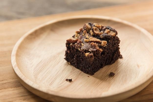 Schokoladenschokoladenkuchennachtisch auf hölzernem hintergrundabschluß oben