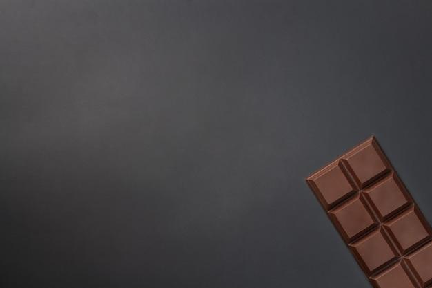 Schokoriegel mit kopienraum. schokoladenhintergrund