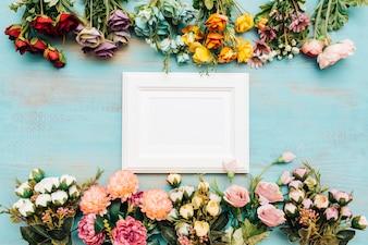 Schöne Blumen mit weißem Rahmen.