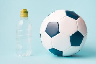 Schöne Sportkomposition mit Fußball