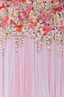 Schöner Blumenhintergrund für Hochzeitsszene