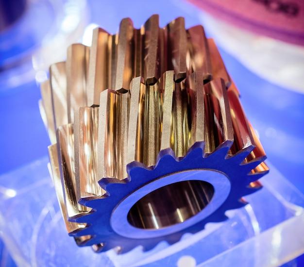 Schrägverzahnte zahnräder nahaufnahme. metallprodukte, ersatzteile