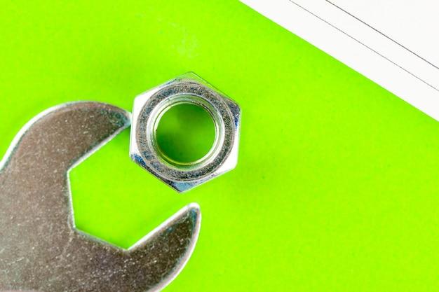 Schraube mit mutter auf einer maschinenbauzeichnung