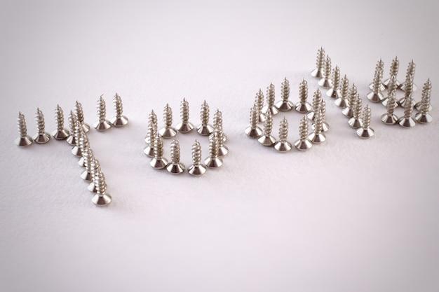 Schrauben auf einem weißen hintergrund. kopieren sie platz. wort-tools