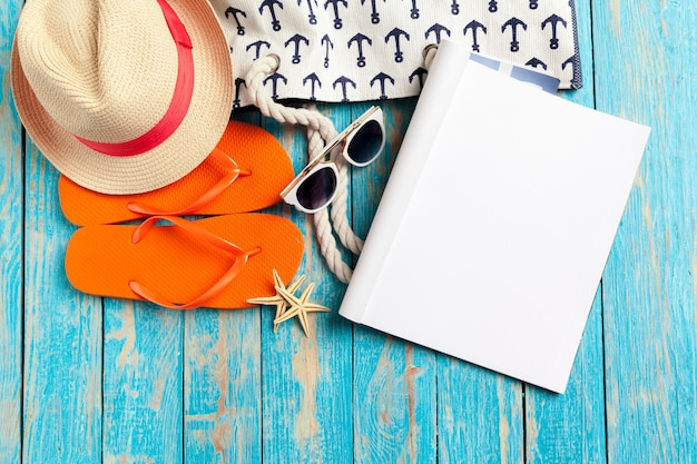 Schreibens-tagebuch-sommer-strand-ferien-konzept
