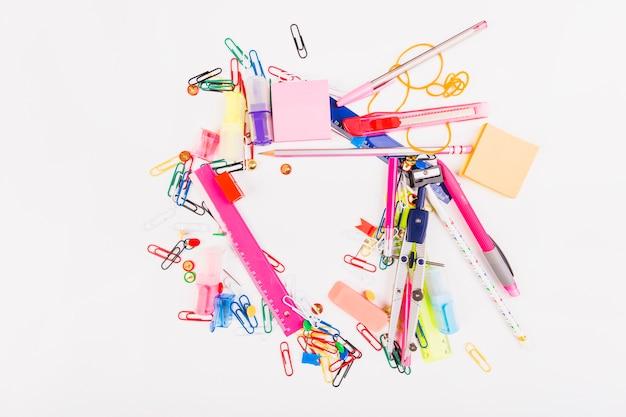 Schreibpapier in chaotischer manier