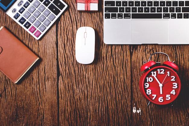Schreibtisch, computertisch mit ausrüstung
