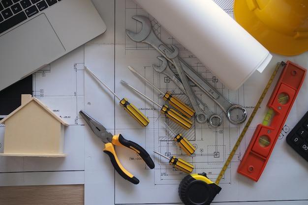 Schreibtisch des ingenieurs