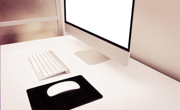 Schreibtisch mit dem pc