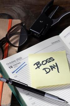 Schreibtischartikel boss day feier
