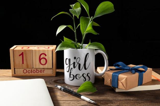 Schreibtischartikel und pflanzenanordnung