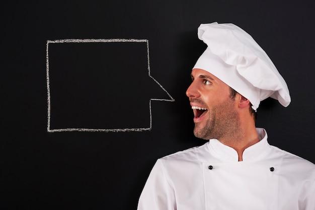 Schreiender koch mit sprechblase