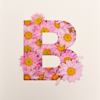 Schriftdesign, abstrakte alphabetschrift mit rosa blume, realistische blumentypographie - b.
