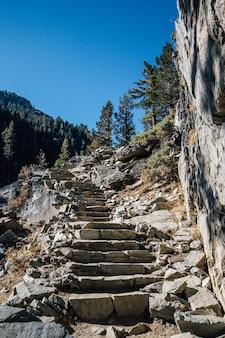 Schritte nach oben in den bergen