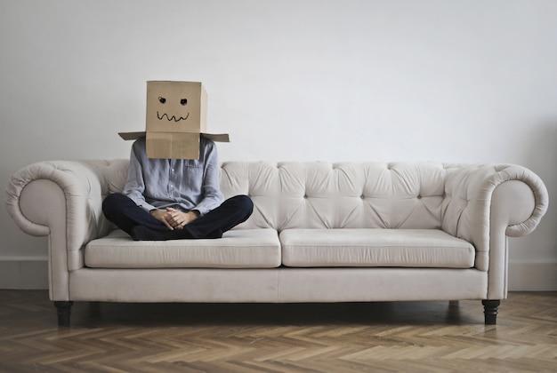 Schüchterne person