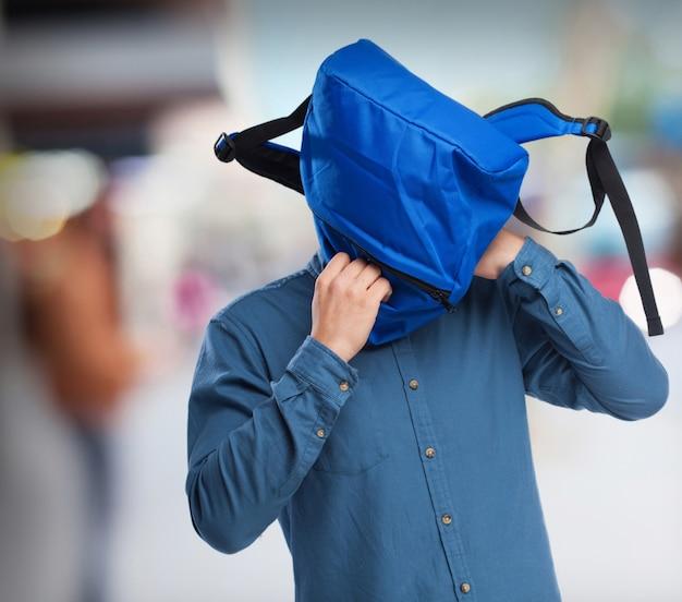 Schüler mit rucksack scherz