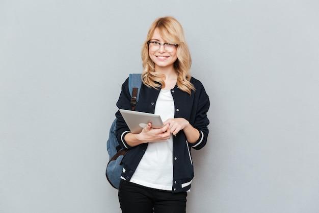 Schüler während der verwendung des tablets