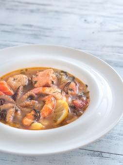 Schüssel bouillabaisse-suppe
