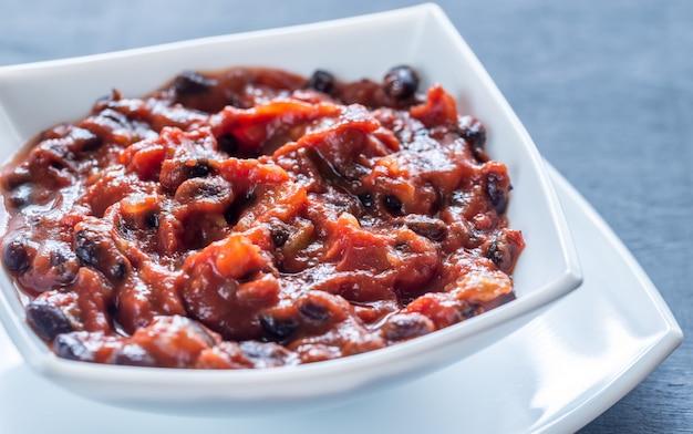 Schüssel chili mit schwarzen bohnen