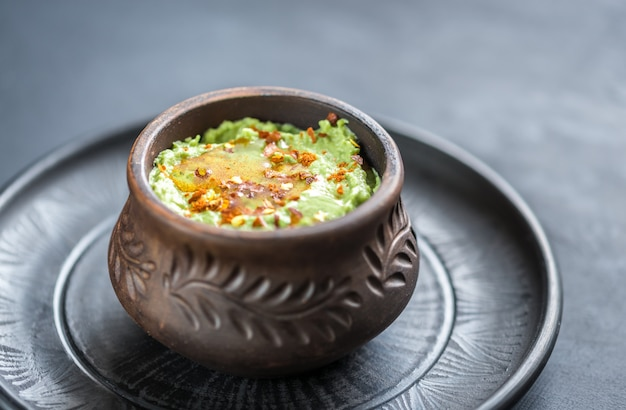 Schüssel guacamole hummus