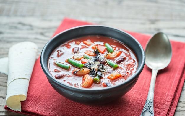 Schüssel minestrone-suppe