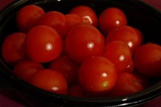 Schüssel mit frischen tomaten